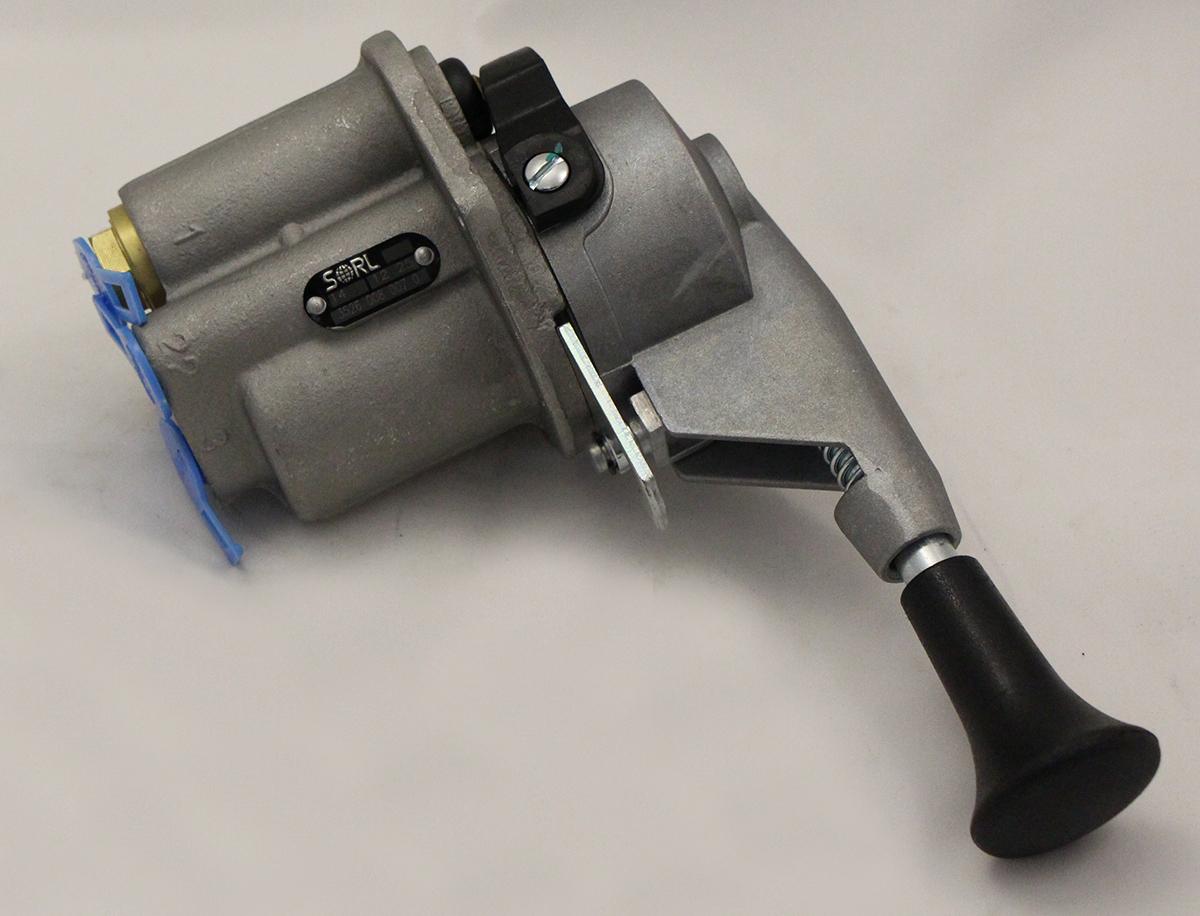 Кран тормозной обратного действия с ручным управлением 4-х выводной